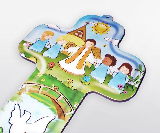 Croix enfants jouant autour de l'église