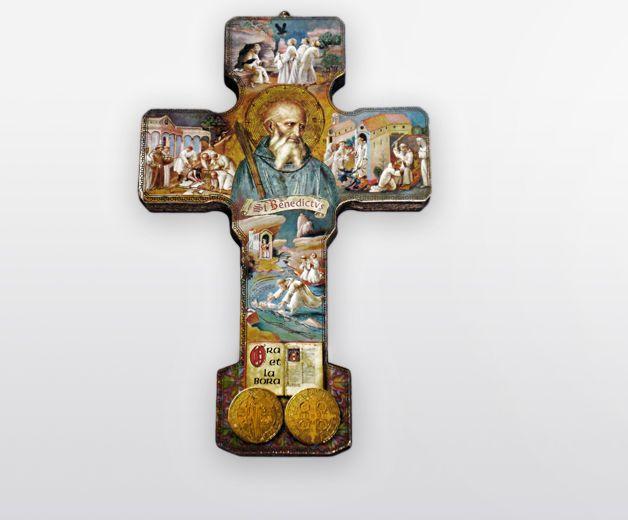 Croix Saint Benoit décorative en bois 12,7 x 8,5 cm