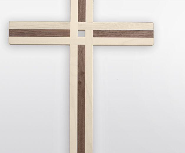Croix des douzes Apôtres en bois